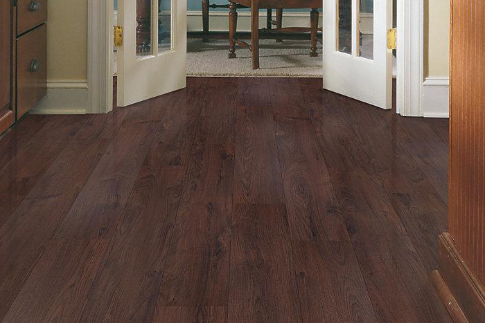 Laminate flooring mohawk uniclic laminate flooring for Mohawk flooring distributors