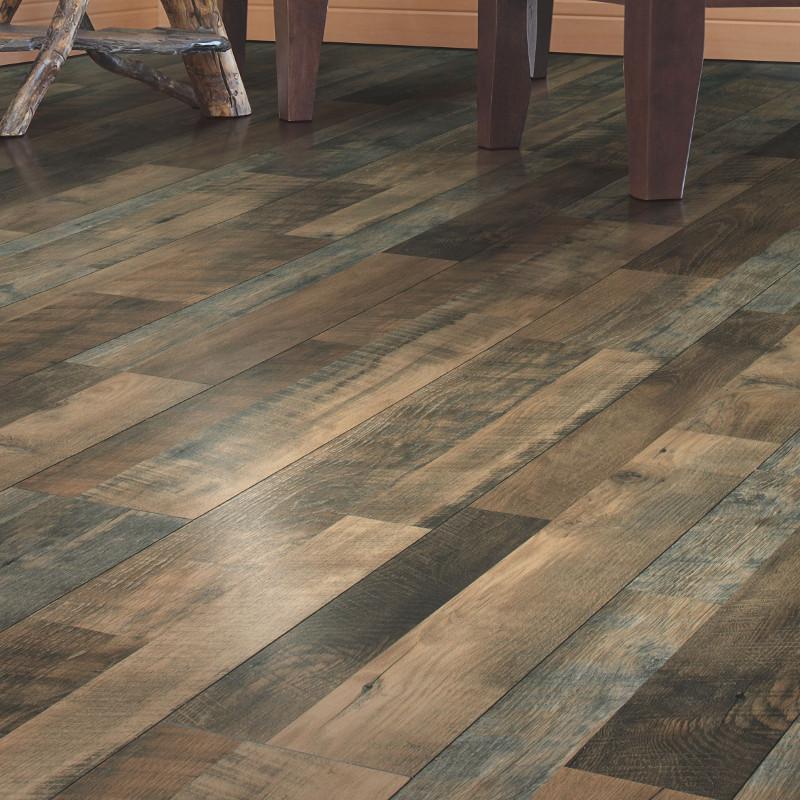Mohawk chalet vista canyon echo oak multi width onflooring for Chalet flooring